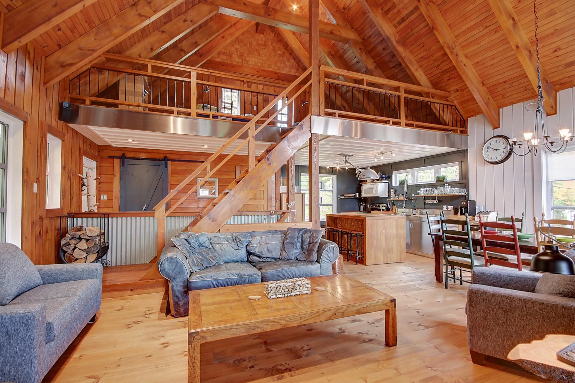 Chalet intérieur style boisé en Estrie
